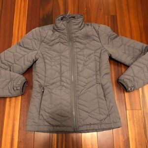 North face jacket size small(fits xs)